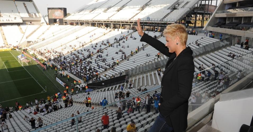 18.mai.2014 - Xuxa comparece a estreia oficial do Itaquerão no jogo entre Corinthians e Figueirense