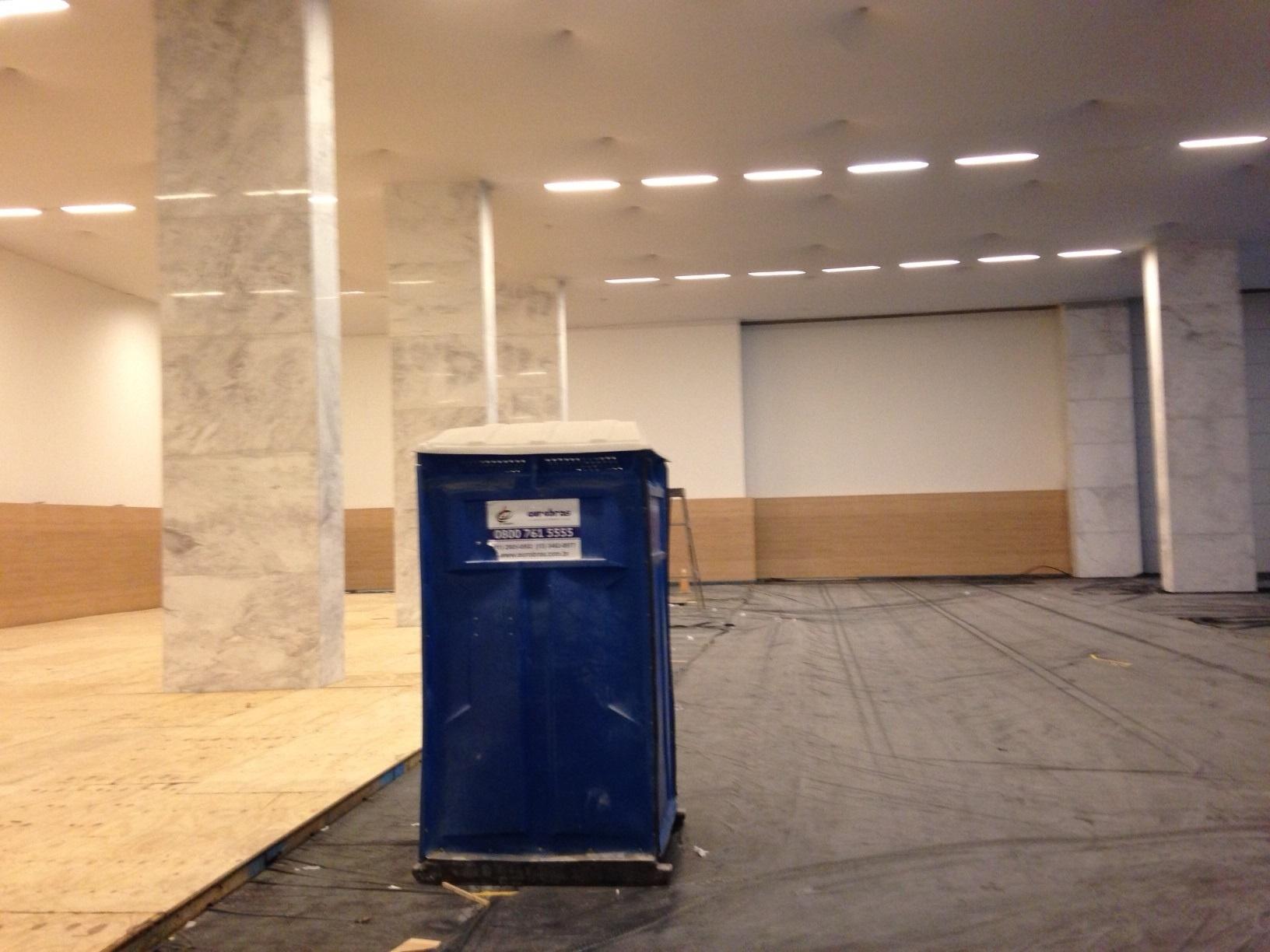 18.mai.2014 - Itaquerão foi inaugurado a menos de um mês da abertura da Copa, mas ainda tem uma série de elementos inacabados.