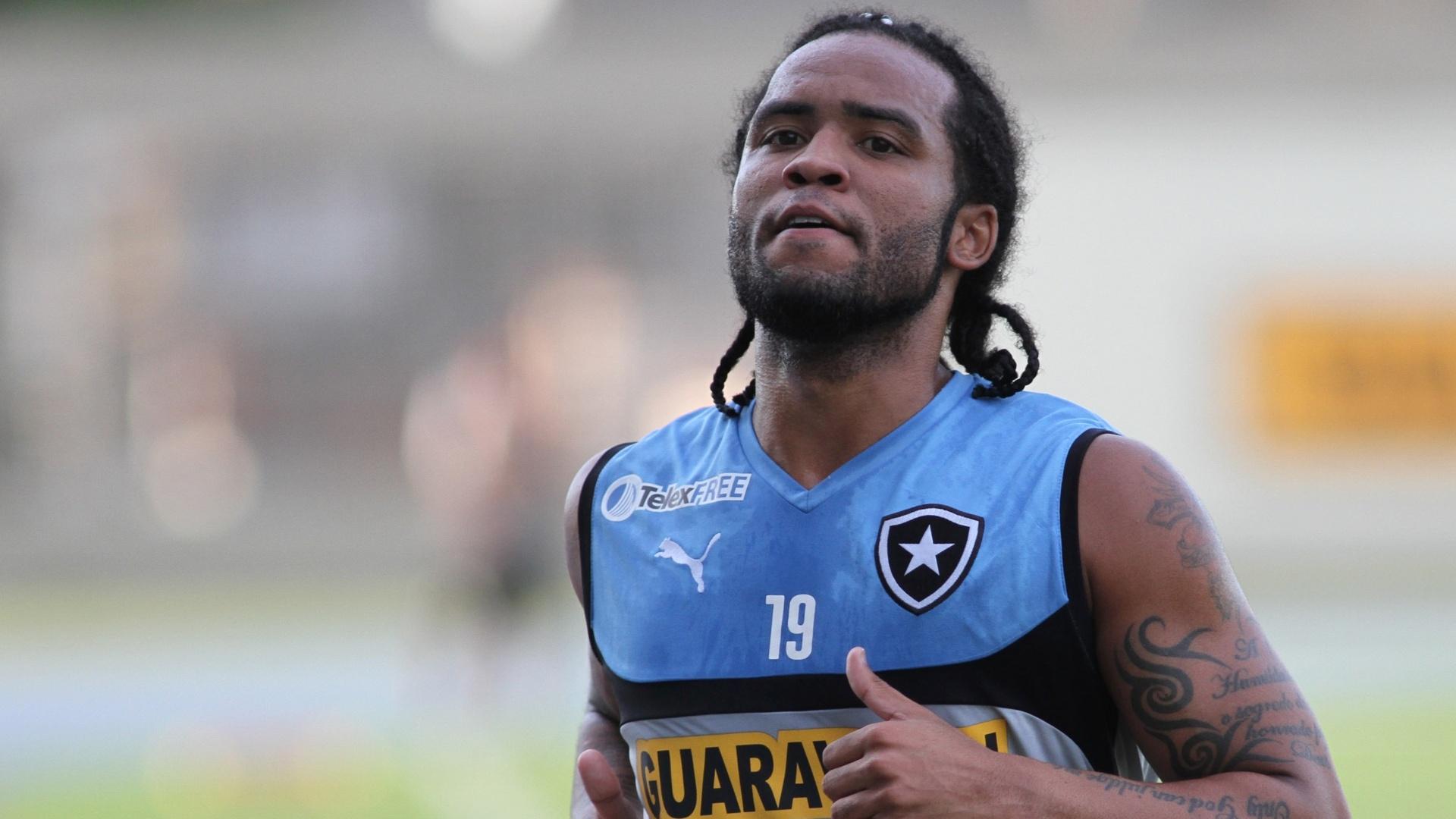 Carlos Alberto faz aquecimento em treino do Botafogo no campo anexo do Engenhão