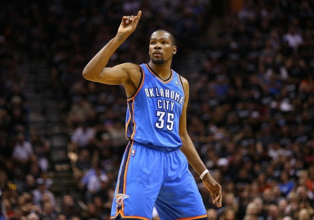20.mai.2014 - Kevin Durant foi o maior pontuador da primeira partida das finais da Conferência Oeste da NBA, mas não conseguiu garantir a vitória para os Thunders contra os Spurs
