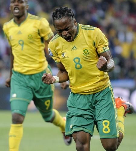 A África do Sul foi ao primeiro país sede a não passar da fase de grupos de uma Copa, em 2010, mas poderia ser pior: Tshabalala, com um golaço, impediu que os africanos caíssem para o México na abertura da Copa