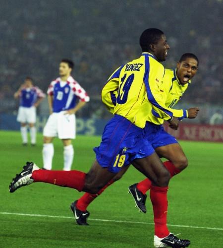 O Equador só foi disputar uma Copa em 2002. Lá, conseguiu sua primeira vitória, por 1 a 0, sobre a Croácia. O autor do gol histórico? Edison Mendez. E Mendez é tão importante para o Equador que, 12 anos depois, deverá vir ao Brasil para a Copa