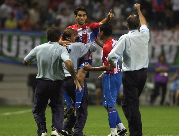 O Paraguai precisava vencer a Eslovênia por 2 gols de diferença para passar de fase na Copa de 2002. E só conseguiu graças ao até então desconhecido Nelson Cuevas, que saiu do banco e marcou dois golaços no 2° tempo, dando a vaga aos paraguaios com a vitória por 3 a 1