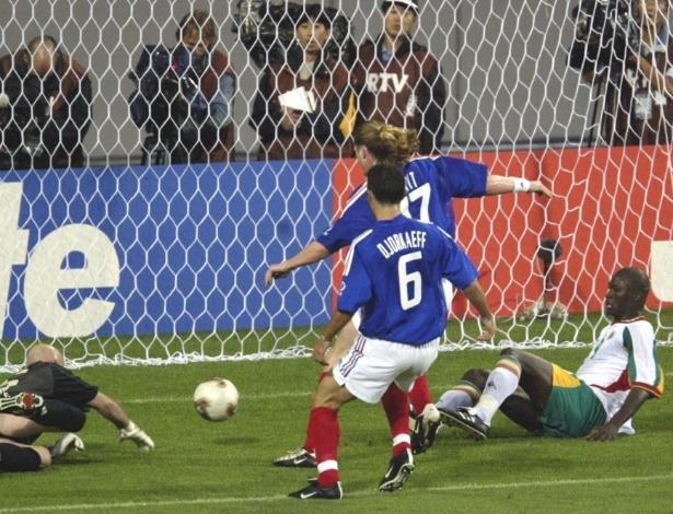 Papa Bouba Diop fez o gol mais importante da história de Senegal em Copas: o do 1 a 0 sobre a França, na abertura da Copa de 2002