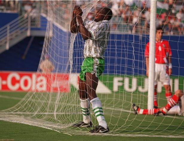 Rashidi Yekini foi o 1° autor de um gol para a Nigéria em Copas. Mais do que isso, mostrou toda sua emoção ao chorar agarrado à rede em 1994. Se tornou um símbolo nigeriano em Copas