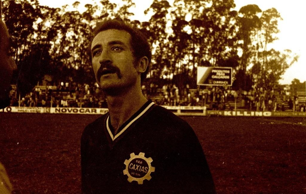Scolari nos tempos de zagueiro do Caxias; ele foi revelado pelo Aimoré