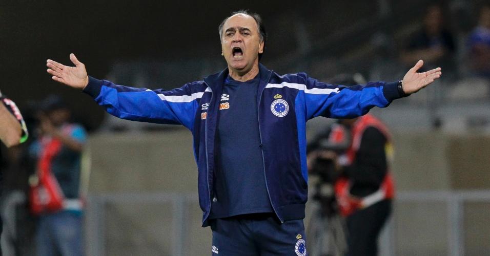 21.mai.2014 - Técnico do Cruzeiro, Marcelo Oliveira, reclama durante jogo contra o Sport