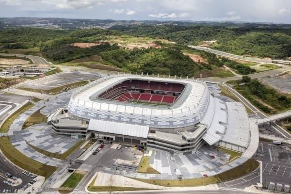 Arena Pernambuco recebeu jogos da Copa das Confederações e foi um dos primeiros estádios concluídos na preparação para o Mundial, mas obras ao redor não ficaram prontas
