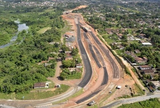 """Foto de março de 2014 mostra como estava o """"Ramal da Copa"""", próximo à Arena Pernambuco, ainda em obras"""