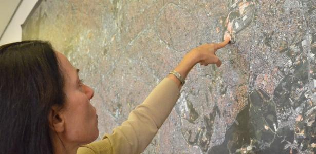Nádia Campeão mostra no mapa da capital o local onde está instalado o Itaquerão