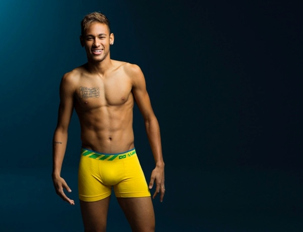 Neymar posa com cueca com as cores do Brasil