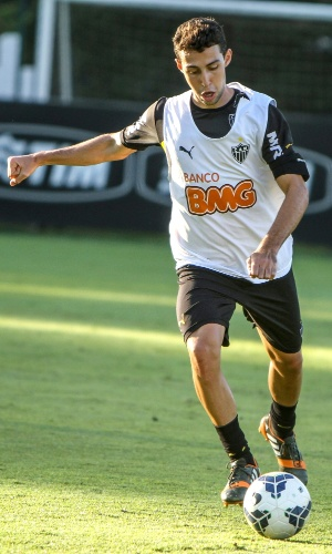 Volante Fillipe Soutto participa de treino do Atlético-MG na Cidade do Galo