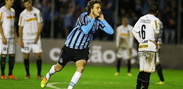 21 mai 2014 - Maxi Rodríguez comemora gol do Grêmio contra o Botafogo