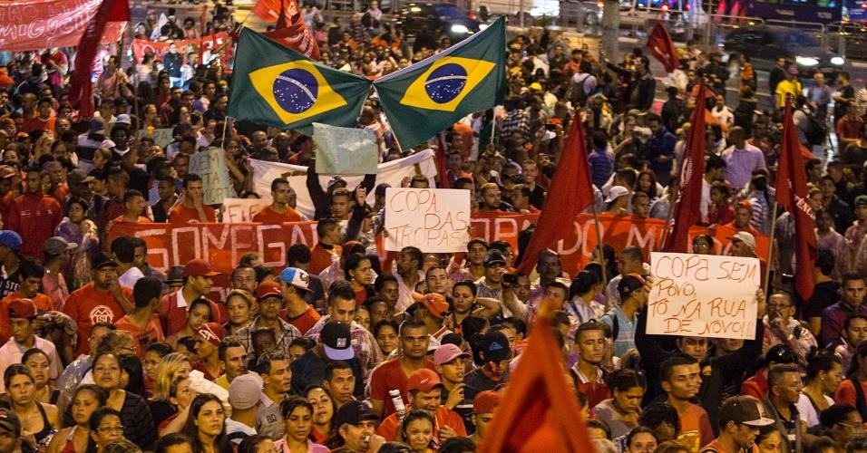 """22.mai.2014 - Manifestação em São Paulo recebe o nome de """"Copa Sem Povo, To na Rua de Novo"""""""
