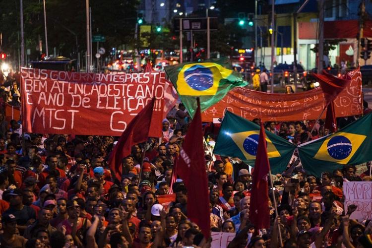22.mai.2014 -  MTST (Movimento dos Trabalhadores Sem-Teto) reúne manifestantes na região da Faria Lima, em São Paulo, em novo protesto contra a Copa do Mundo