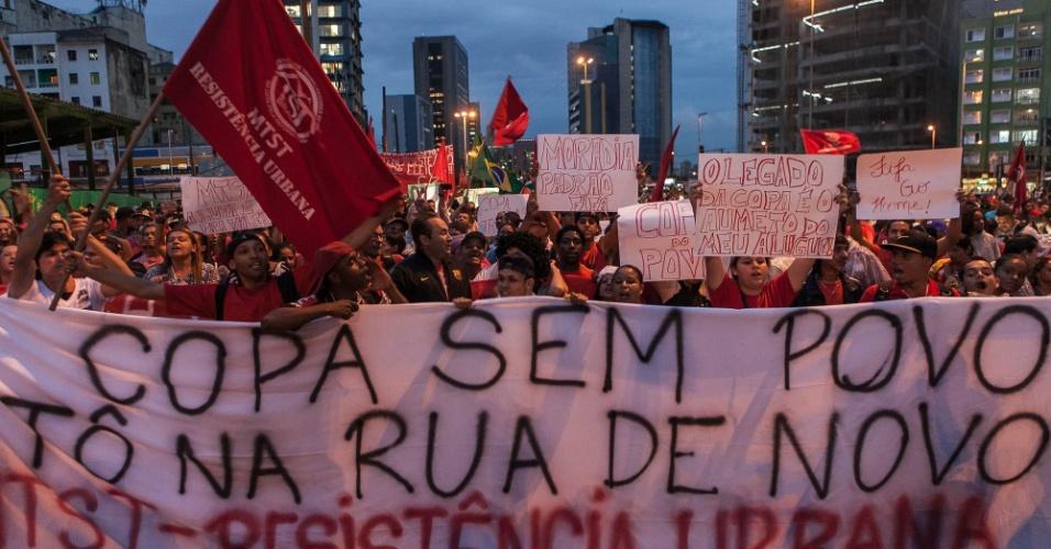 """22.mai.2014 - Protesto contra a Copa do Mundo em São Paulo recebe o nome de """"Copa Sem Povo, To na Rua de Novo"""""""