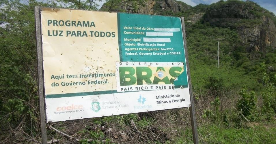 A placa que demarca os R$ 797 mil investidos na obra em Cafundó está com os valores quase apagados após três anos