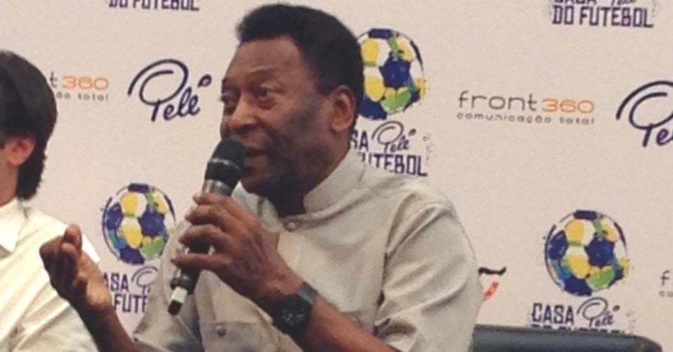 Pelé acredita que a seleção não deve ser punida por causa da corrupção na política do país