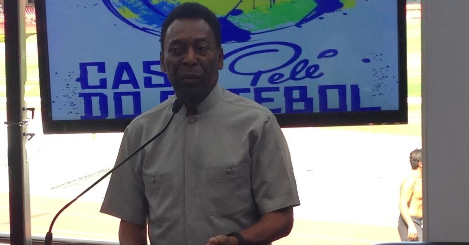 Pelé conversa com a imprensa durante evento no Morumbi