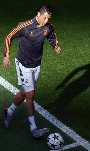 24.05.2014 - Cristiano Ronaldo corre no gramado da Luz