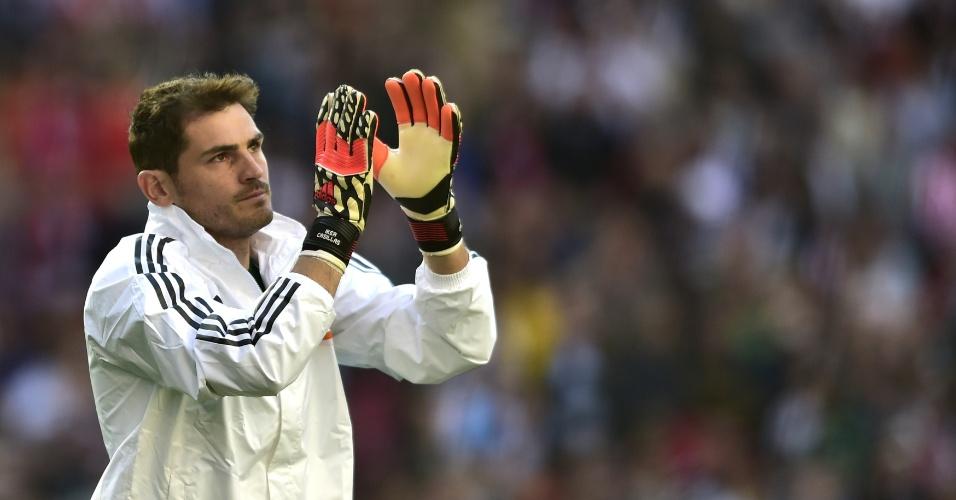24.05.2014 - Goleiro Iker Casillas saúda torcida do Real Madrid antes da final da Liga dos Campeões