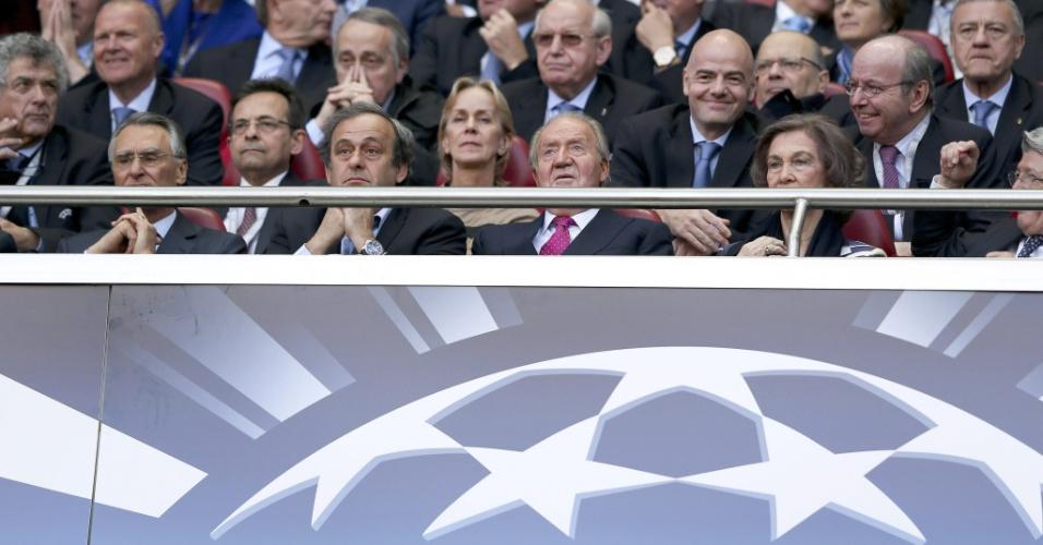24.mai.2014 - (Da esq para dir) - Presidente de Portugal, Anibal Cavaco Silva, assiste a final entre Atlético de Madrid e Real Madrid ao lado de Michel Platini, presidente da Uefa, e do rei da Espanha, Juan Carlos
