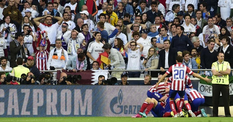 24.mai.2014 - Jogadores do Atlétido de Madri comemoram gol sobre o Real Madrid pela final da Liga dos Campeões