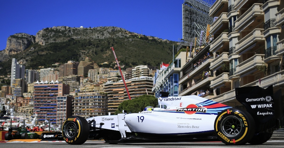 Felipe Massa conduz sua Williams durante treino em Mônaco