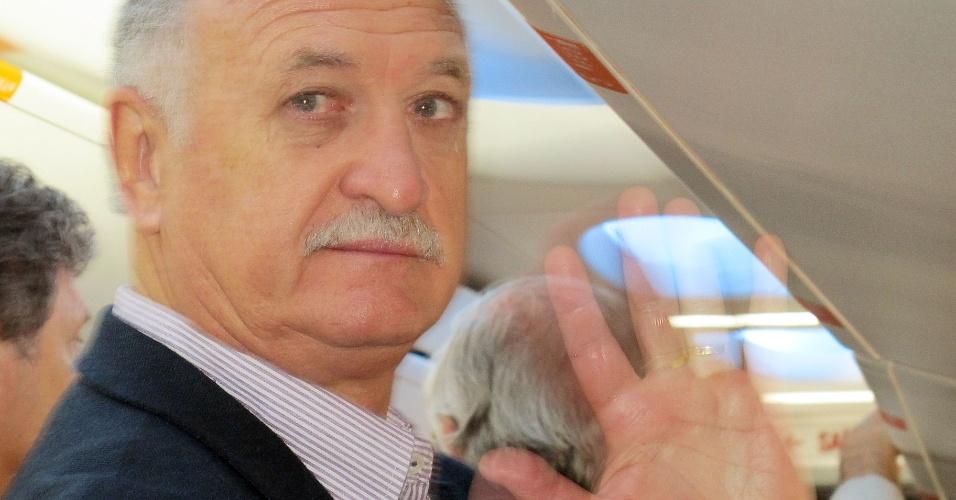 25.05.2014 - Técnico Luiz Felipe Scolari, o Felipão, embarca para o Rio de Janeiro