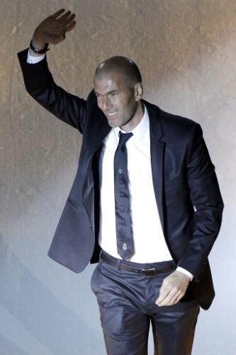 25.mai.2014 - Ex-craque do time e atual assistente técnico, Zinedine Zidane também comemorou