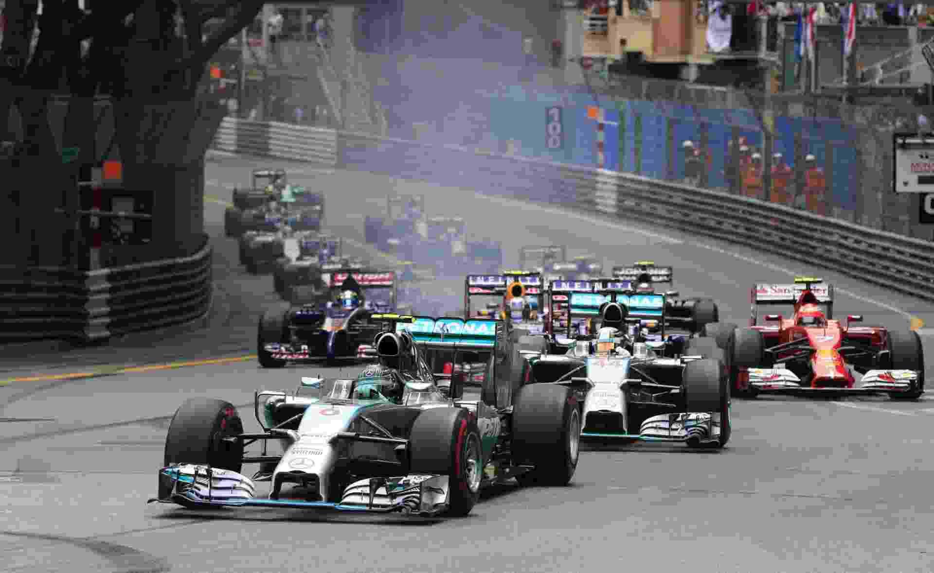 Nico Rosberg largou na pole e conseguiu se manter a frente de Hamilton no início da prova em Mônaco - AFP PHOTO / ALEXANDER KLEIN