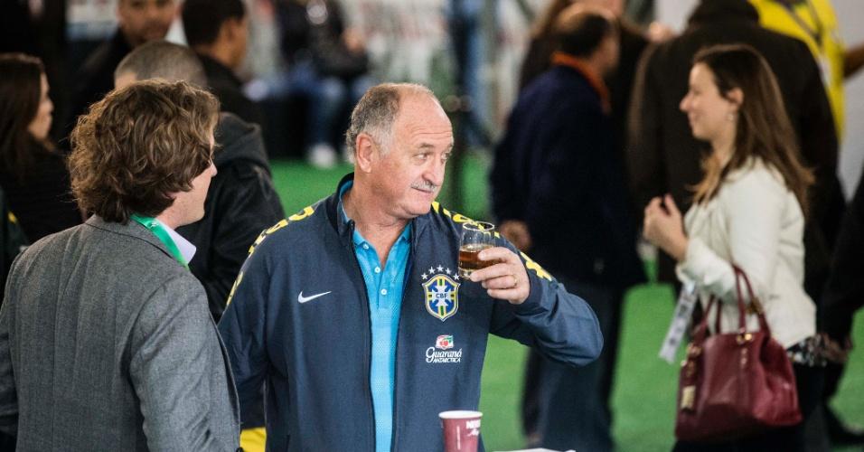26.05.14 - Felipão aguarda na Granja Comary no dia da apresentação da seleção brasileira em Teresópolis