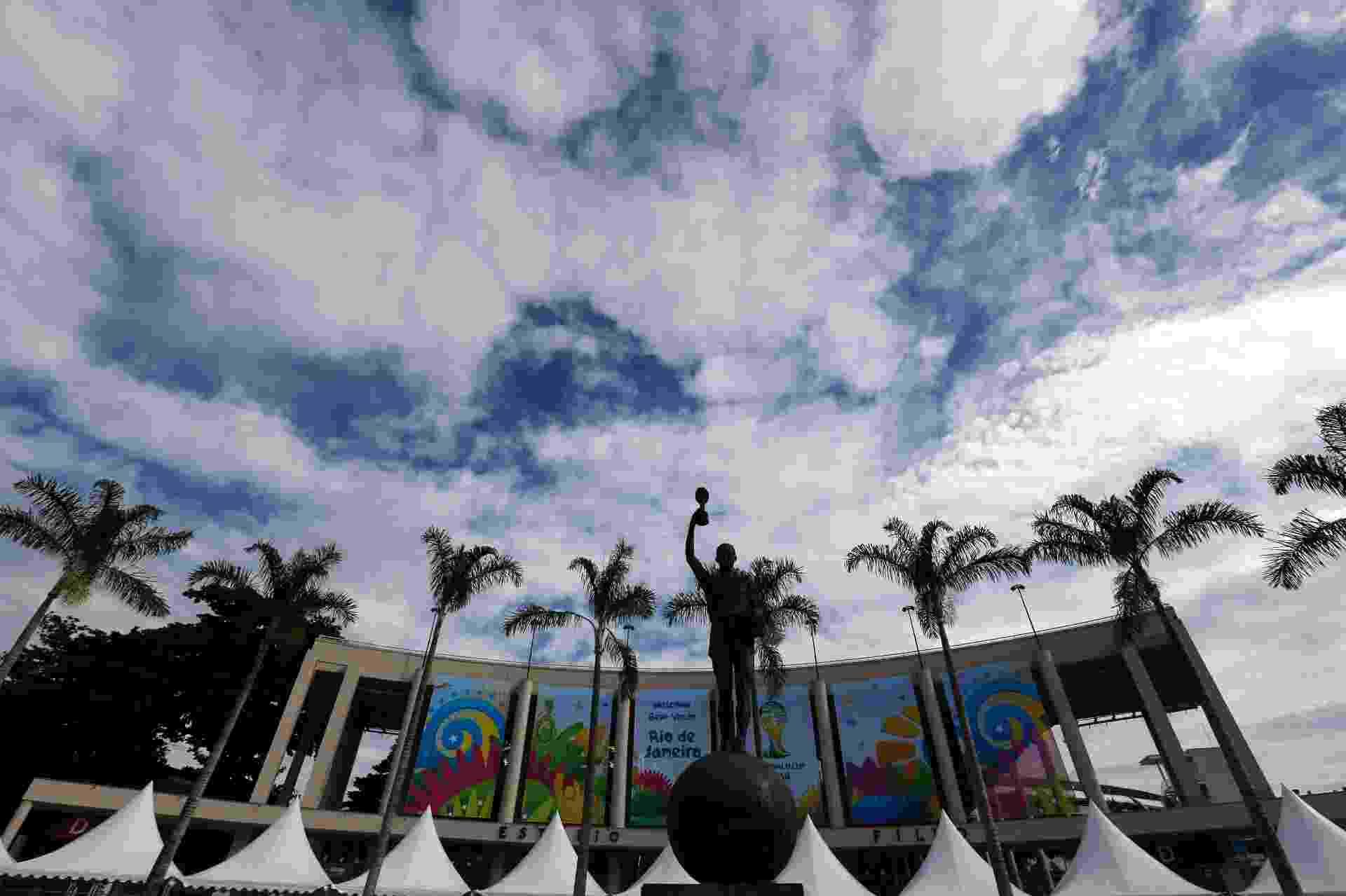 26.05.14 - Maracanã aparece já decorado com a sinalização da Fifa para a Copa do Mundo - undefined