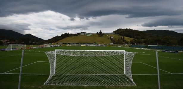 Nuvem encobre parte de campo de treinamento da seleção na Granja Comary