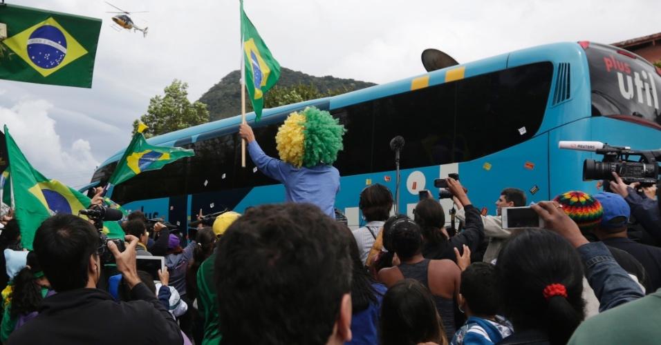 Apesar dos protestos, torcedores também demonstraram apoio à equipe do técnico Luiz Felipe Scolari