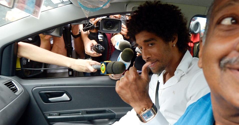 Dante é um dos primeiros a chegar no Rio de Janeiro para a apresentação da seleção brasileira