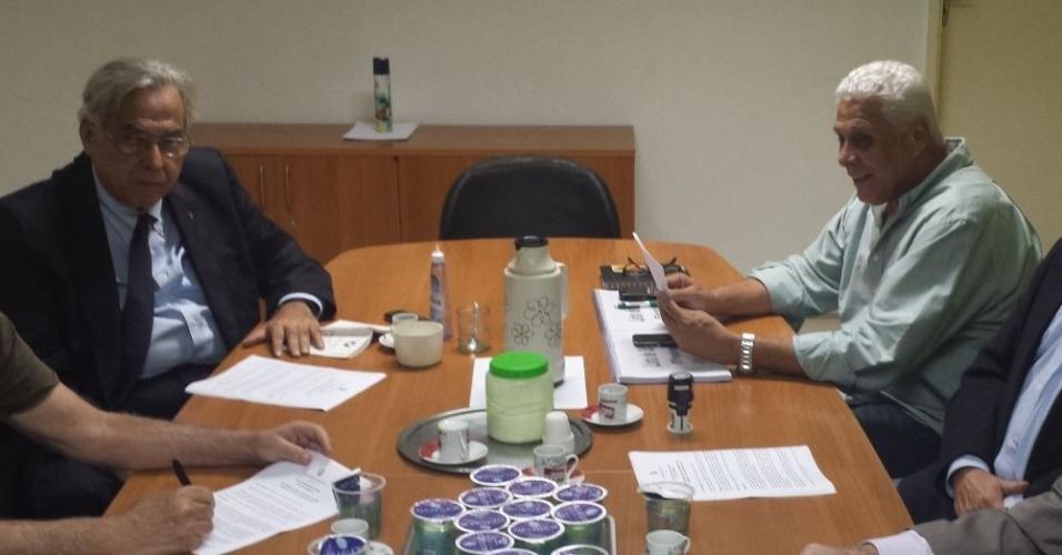 Reunião da Junta Deliberativa no Vasco, com Roberto Dinamite e Eurico Miranda, define detalhes da eleição do clube em 2014