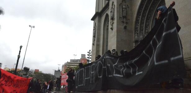 Faixa em protesto contra a Copa do Mundo lembra a possibilidade de greves durante o Mundial