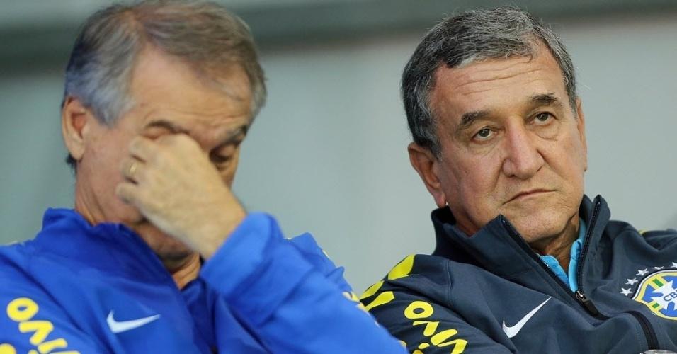 27.mai.2014 - Carlos Alberto Parreira, coordenador técnico da seleção brasileira, assiste à coletiva de imprensa dos goleiros na Granja Comary