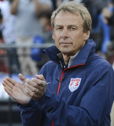 27.mai.2014 - Jürgen Klinsmann aplaude jogada dos EUA no amistoso contra o Azerbaijão