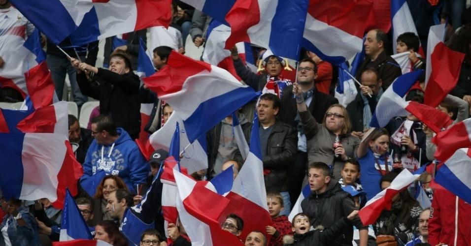 27.mai.2014 - Torcida francesa faz festsa em Saint-Denis antes de França x Noruega