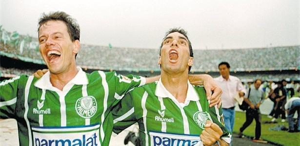 Antônio Carlos e Edmundo se abraçam para comemorar título de 1993