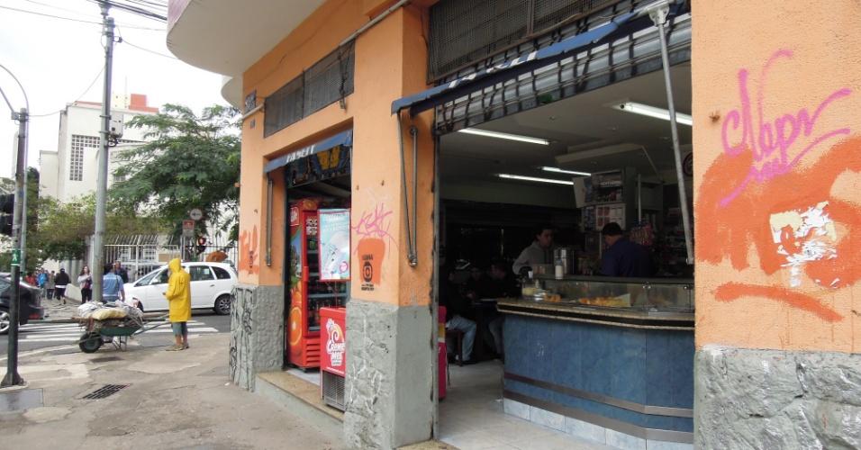 Bar na rota dos protestos, na rua da Consolação