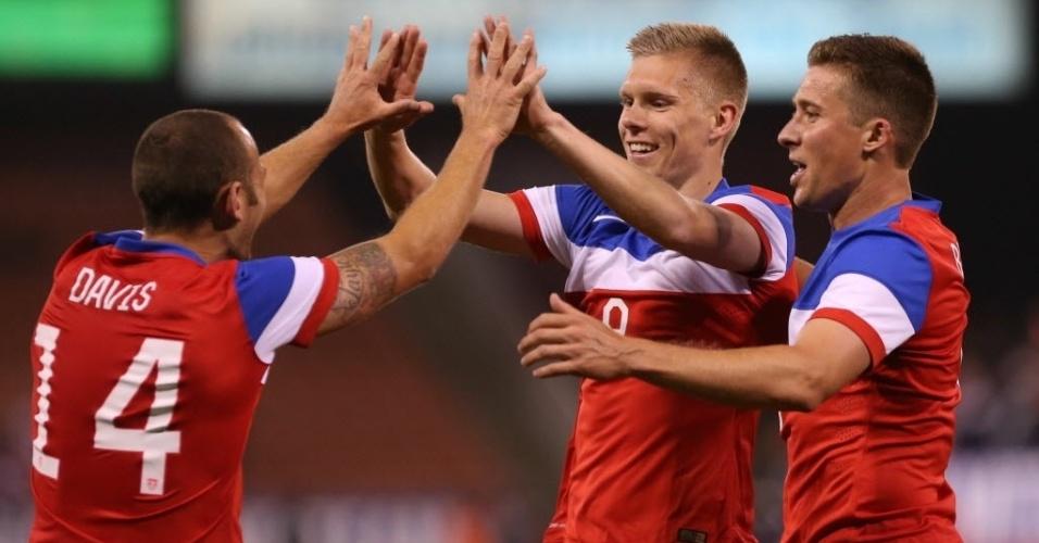 28.mai.2014 - Aron Johannsson comemora o segundo gol dos EUA contra o Azerbaijão