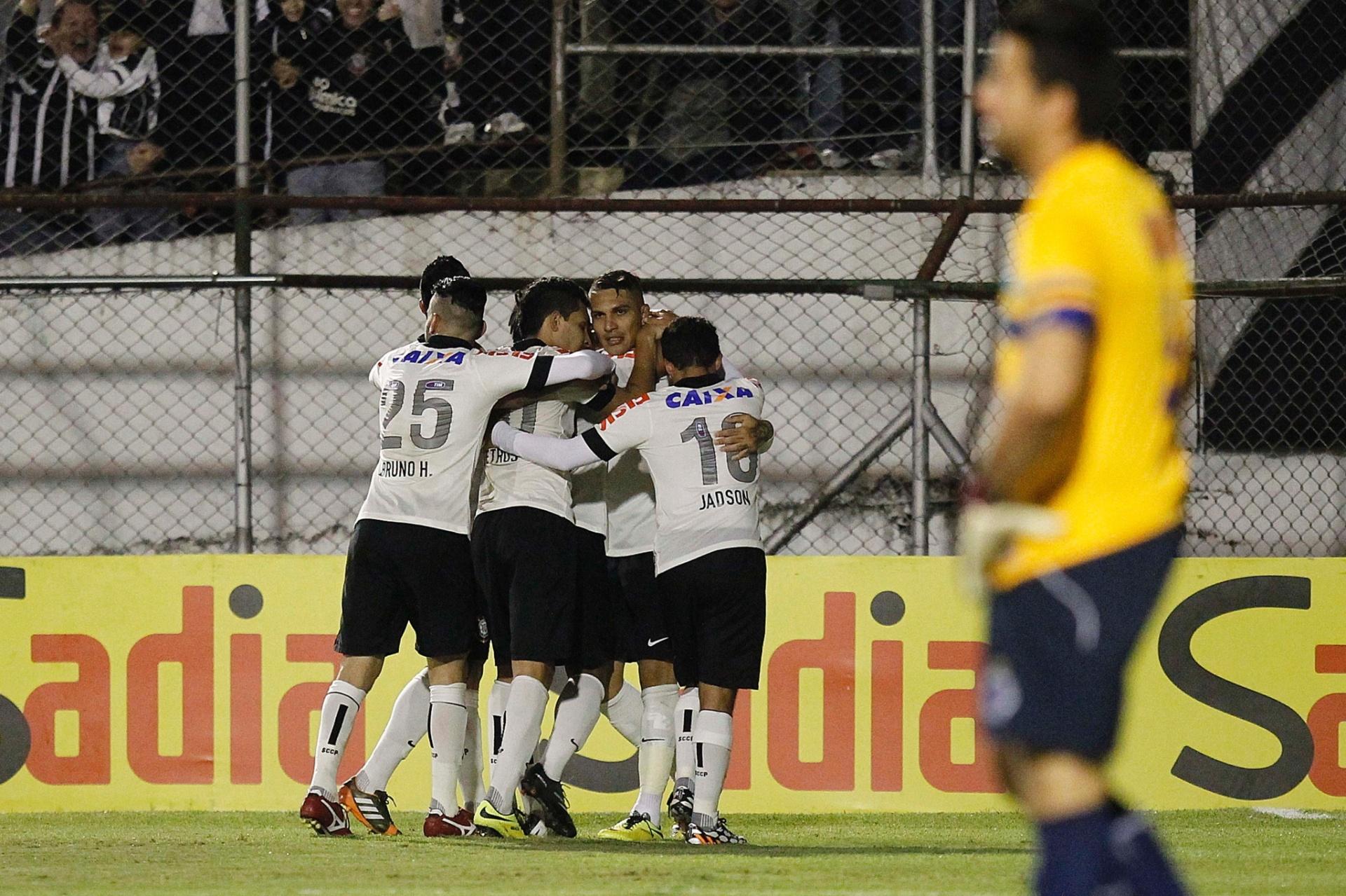 fcb9fcfd6f Com gol de Guerrero em falha de Fábio