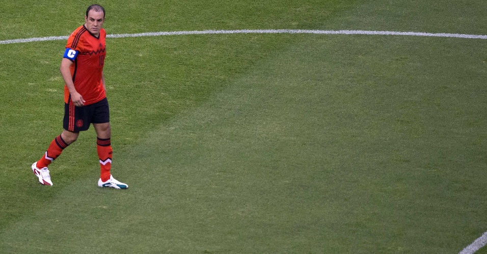 28.mai.2014 - Veterano Blanco se despede da seleção mexicana com estádio lotado