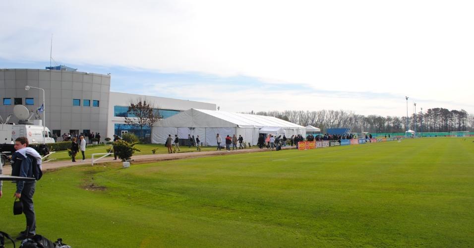 Associação de Futebol Argentino montou uma tenda ao lado do campo de treinamento da seleção para os jogadores darem entrevistas coletivas
