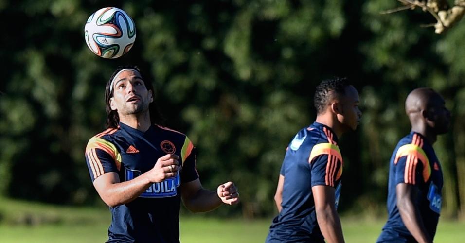 Em recuperação, Falcao Garcia participa de treino da Colômbia
