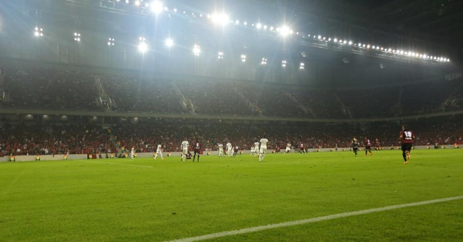 Foto noturna da Arena da Baixada
