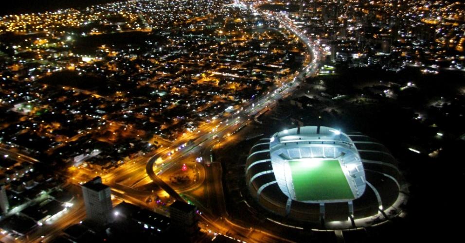 Foto noturna da Arena das Dunas